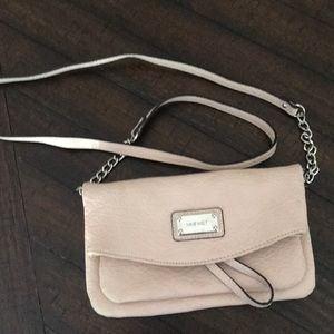 pink Nine West Convertable crossbody/wristlet